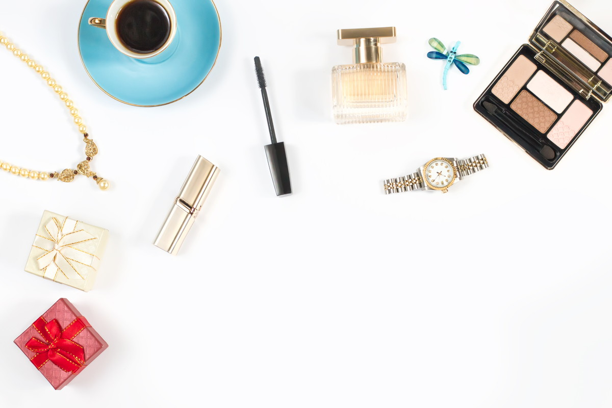 どんなまつげ美容液を選んだらいいの?塗り方のポイントやマツ育注目の成分はこれ!