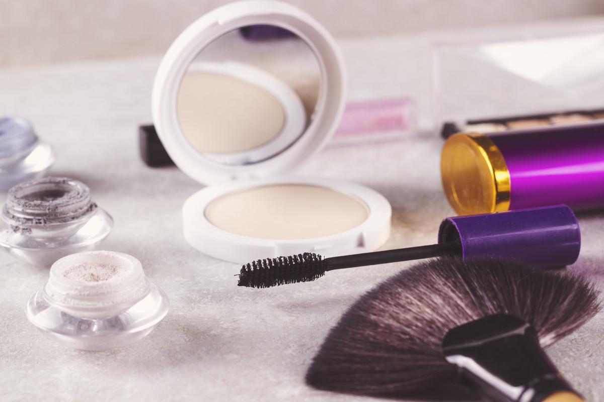 まつ毛美容液は本当に効くのか?選び方と使い方のコツを解説